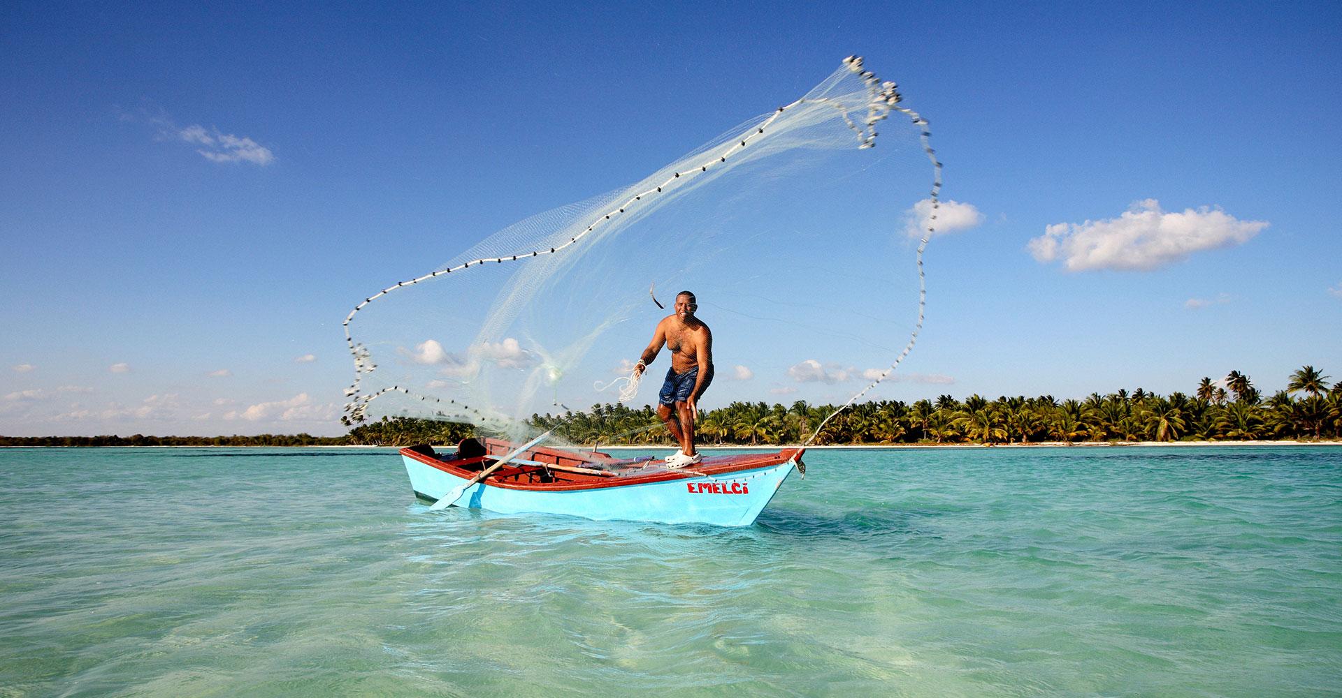 Dominikanische Republik_Fischer im Boot_Reisen