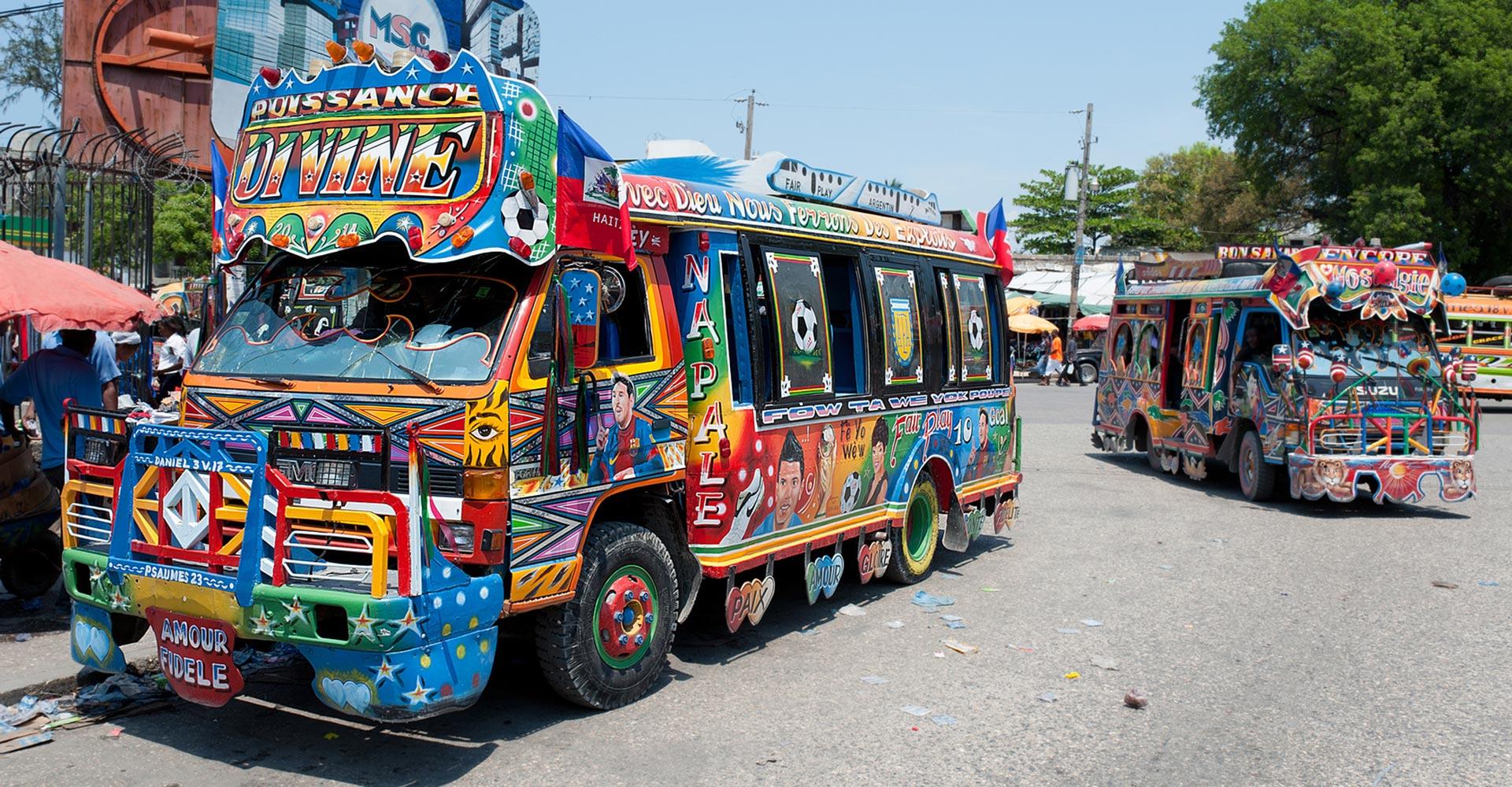Haiti_bunte Sammelbusse_Reisen