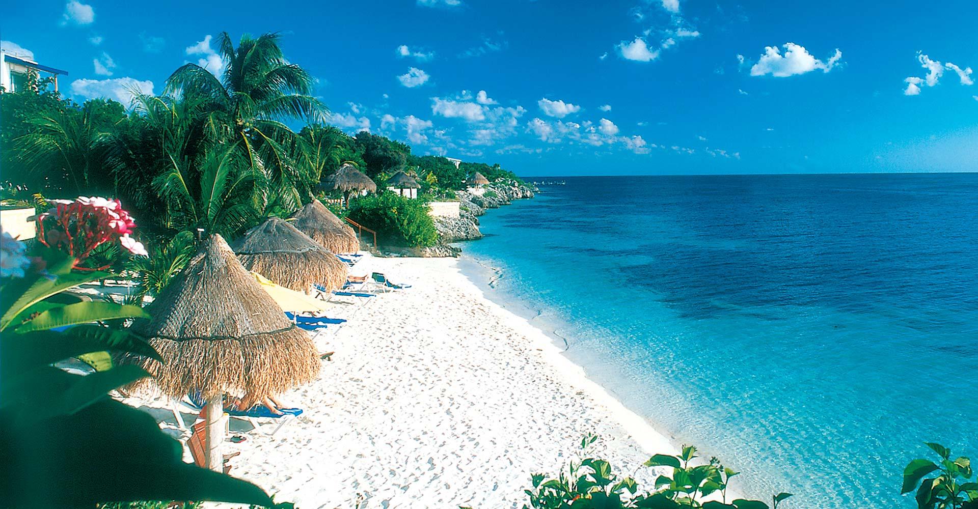Mexiko_weisser Sandstrand_tuerkisblaues Meer_Mexico_Reisen