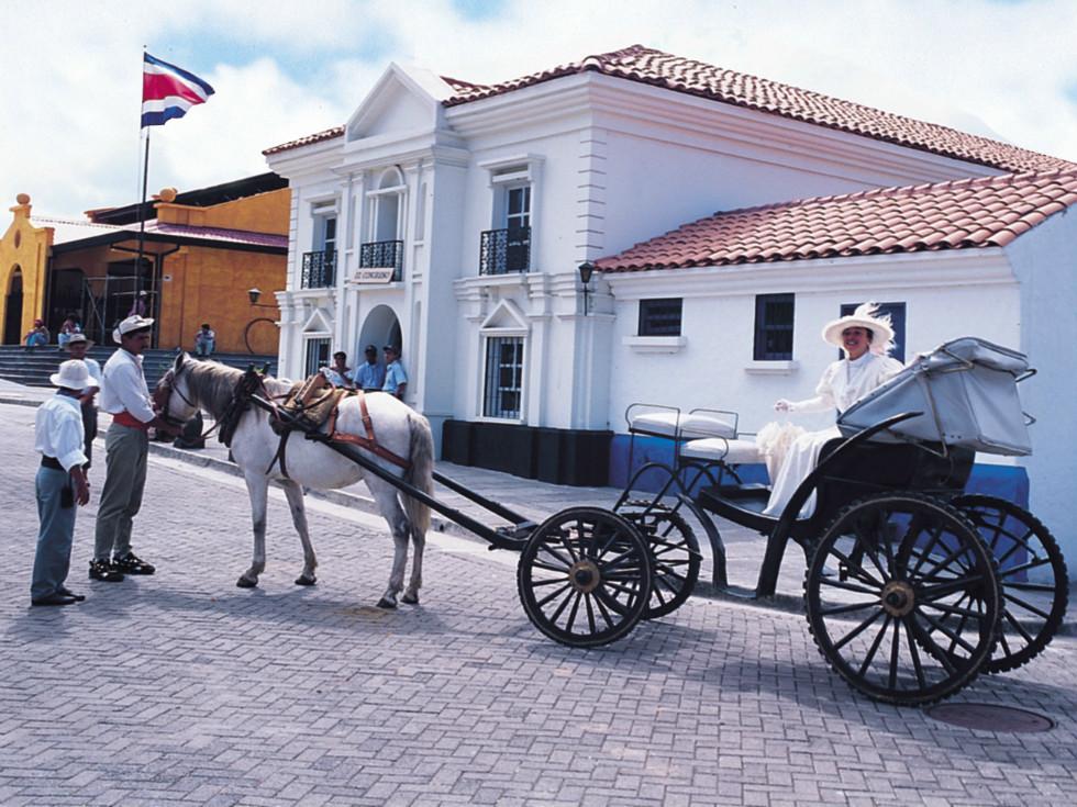 Costa Rica_Reise_Pferdekutsche_koloniale Bauten