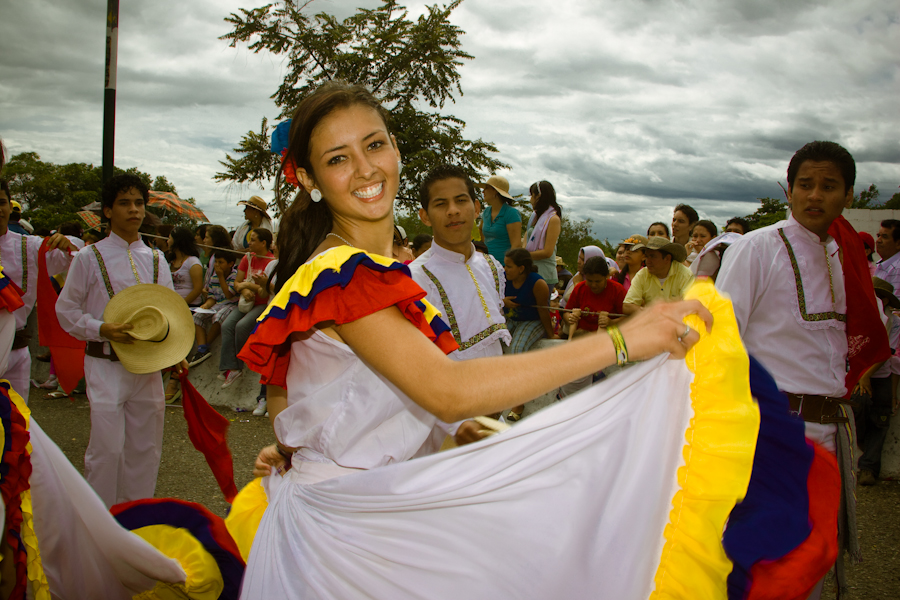 Kolumbien_Volksfest_Frau am Tanzen_Reisen