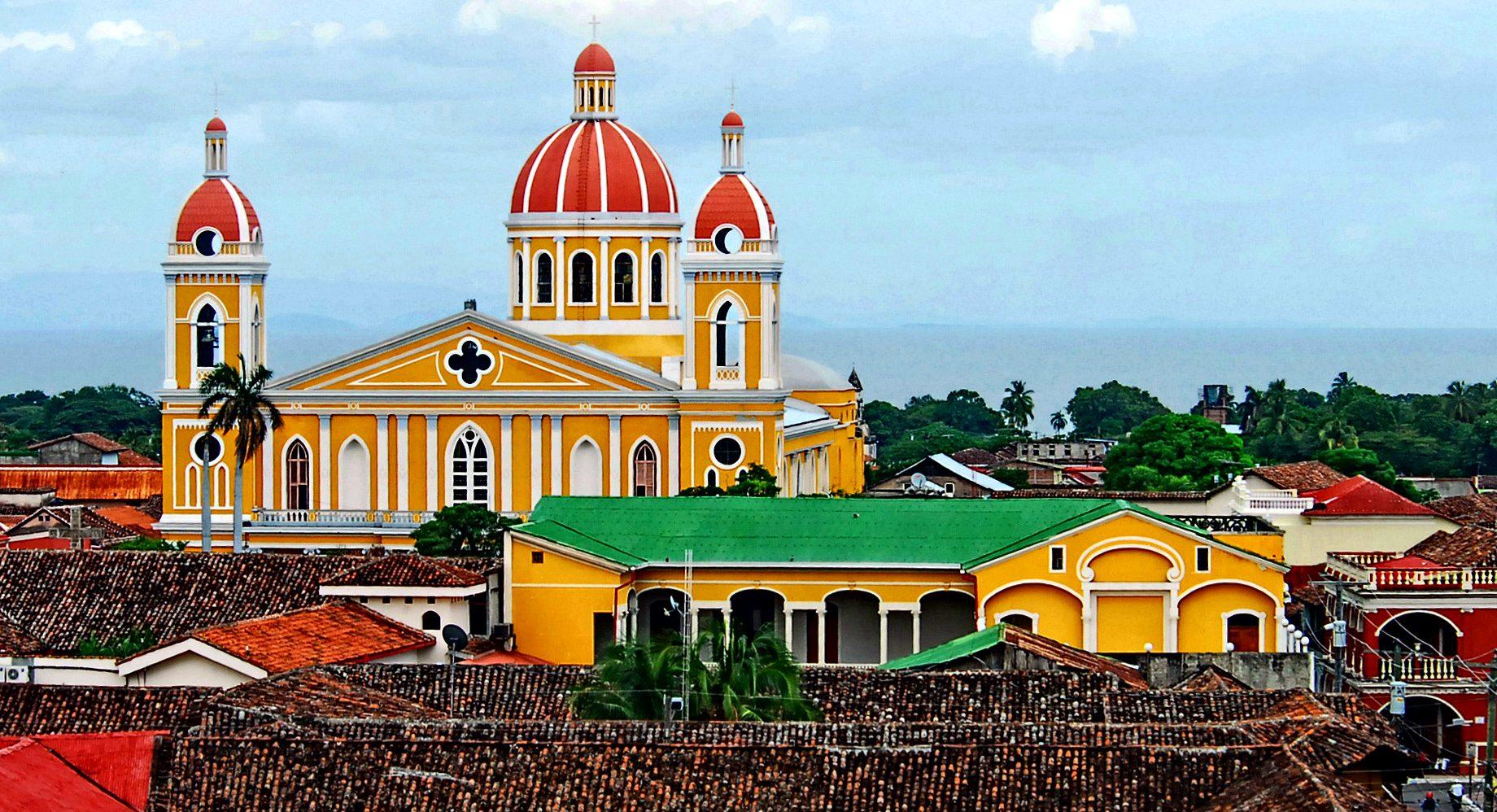 Nicaragua_Gelbe Kathedrale_Granad_Reisen