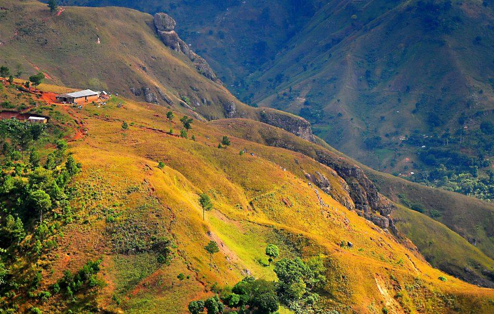 Haiti_gruenbewachsene Berge_Reisen