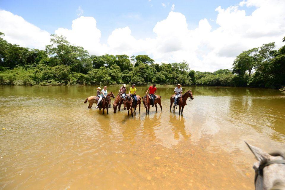 Belize, Reiter im Fluss, Reisen