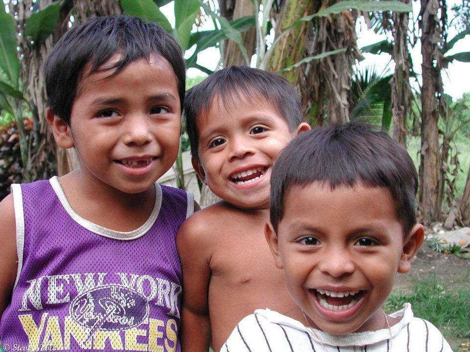 Belize, drei Kinder am Lachen, Reisen