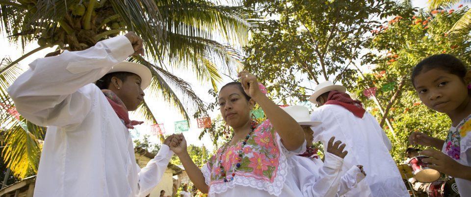 Belize, Palamar Tänzer in weissen Kostümen, Reisen