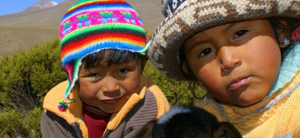 Peru, Indio Kinder mit Ziege, Latin America Tours, Reisen