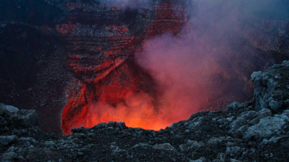 NIcaragua, aktiver Vulkan, glühendes Magma, Latin America Tours, Reisen