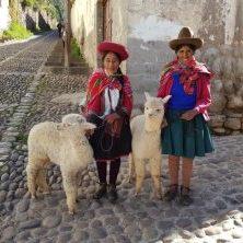 Peru, Indigenas mit Lamas, Latin America Tours, Reisen